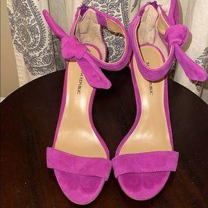 Gorgeous fuchsia heels from banana republic sz 6